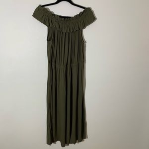 Who what where Olive green dress midi ruffle 2X